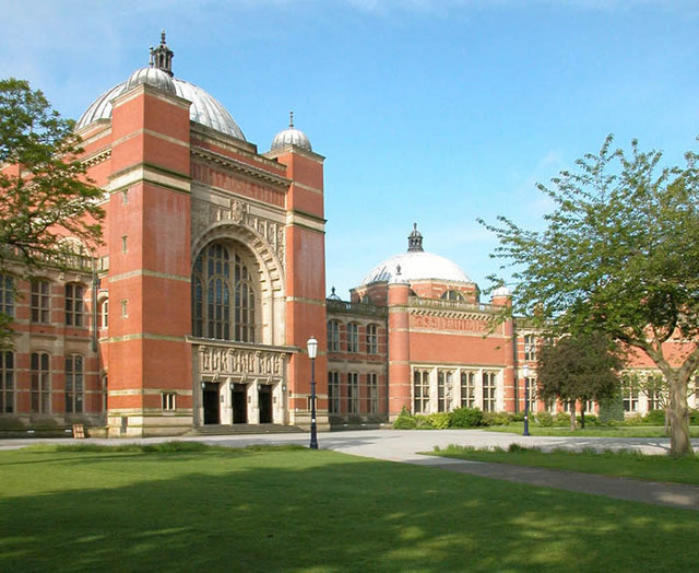 Aston_Webb_Hall,_Birmingham_University.jpg